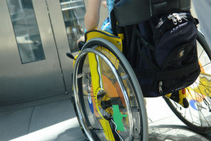 Rollstuhlfahrer vor verschlossener Tür © Ilan Amith - Fotolia