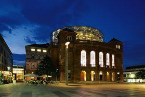 Staatstheater Mainz am Abend © Landeshauptstadt Mainz