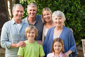 Familie mit drei Generationen. © Fotolia / © WavebreakMediaMicro