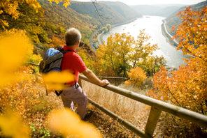 Wanderer auf dem Rheinsteig © Foto: Dominik Ketz, Quelle: Rheinland-Pfalz Tourismus GmbH