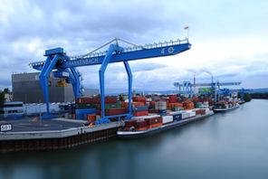 Containerhafen © Carsten Costard